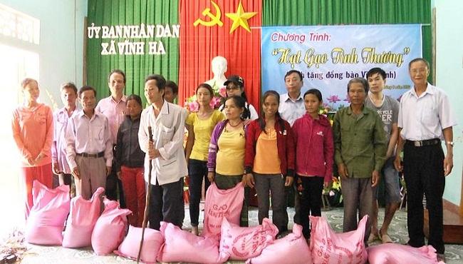 bán gạo làm từ thiện